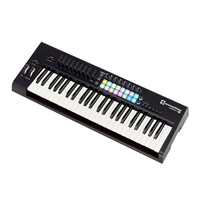 teclado MIDI Novation